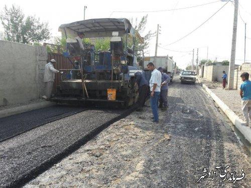اجرای پروژه آسفالت معابر در روستاي احمدآباد شهرستان آزادشهر