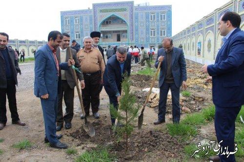مراسم درختکاری در مدرسه علمیه سفیران هدایت شهرستان آزادشهر