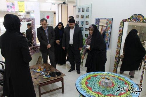 بازدید معاون فرماندار آزادشهر از نمایشگاه توانمندی های بانوان این شهرستان