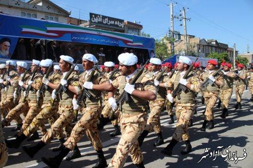 به مناسبت روز ارتش : رژه نیروهای مسلح در شهرستان آزادشهر برگزار شد