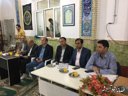 به مناسبت هفته دولت، برپایی میز خدمت فرمانداری شهرستان آزادشهر در مصلی نماز جمعه نگین شهر