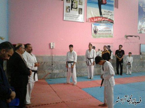 بازدید فرماندار شهرستان آزادشهر از سالن ورزشی و گفتگو با ورزشکاران