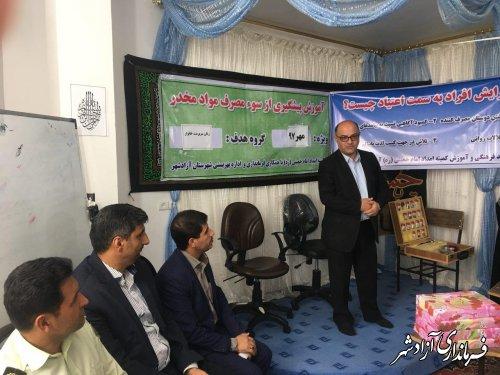بازدید فرماندار آزادشهر از کلاسهای آموزش سوء مصرف مواد مخدر و کارگاه آموزشی توانمند سازی زنان سرپرست خانوار