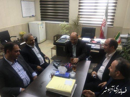 فرماندار آزادشهر با حضور در شهرداری با سرپرست شهرداری و اعضای شورای شهر دیدار کرد