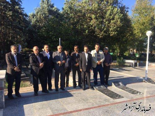 فرماندار و مسئولین شهرستان آزادشهر با آرمان های بلند شهیدان تجدید میثاق کردند