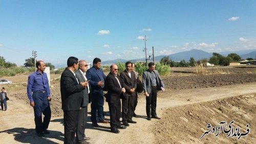 بازدید فرماندار آزادشهر از مراحل ساخت استخر دو منظوره در روستای بهرام صوفی