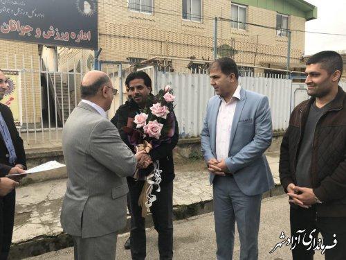 مجيد همایون نیا نائب قهرمان مسابقات کونگ فو توآ در (اجرای فرم) وارد شهرستان آزادشهر شد