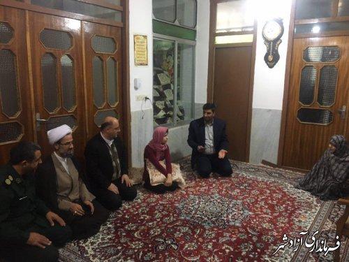 حضور فرماندار و امام جمعه در منزل یکی از معلولان جسمی و حرکتی شهرستان آزادشهر