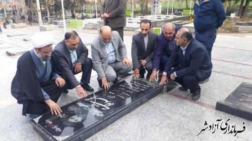 ادای احترام و قرائت فاتحه مسئولین آزادشهر به اولین شهید مدافع حرم شهرستان