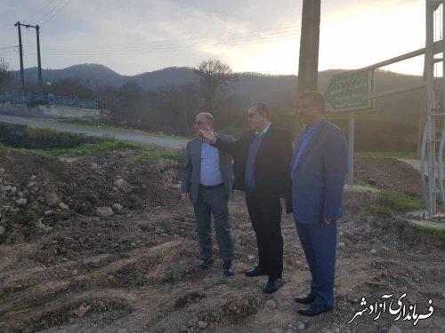 بازدید فرماندار آزادشهر به همراه بخشدار و شهردار نوده خاندوز از روند بازگشایی محور 25 متری