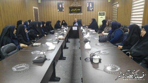 دیدار فرماندار آزادشهر و مدیرکل امور بانوان و خانواده استانداری با زنان کارآفرین شهرستان