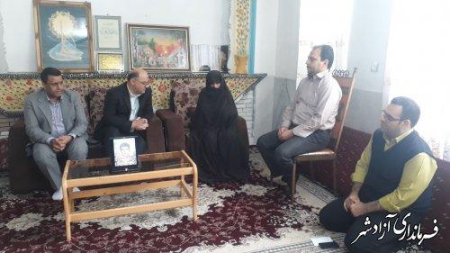 دلجویی و دیدار فرماندار شهرستان آزادشهر با خانواده های شهیدان منتظری و ابراهیمی