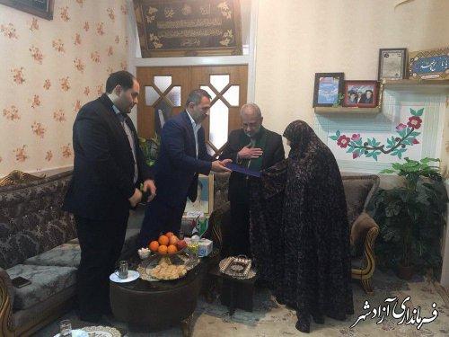 دیدار و دلجویی معاون فرماندار شهرستان آزادشهر از دو خانواده شهید