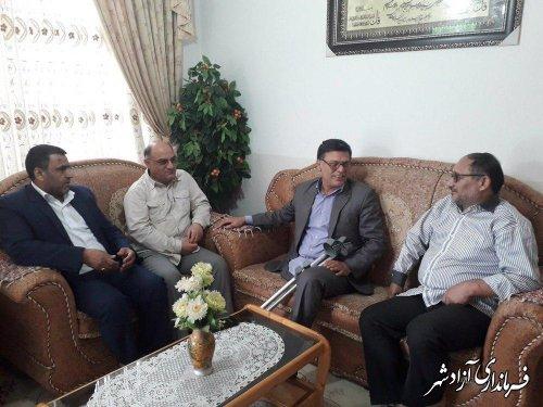 دیدار مدیرکل امور اجتماعی و فرهنگی استانداری و فرماندار شهرستان آزادشهر با جانباز 70 درصد