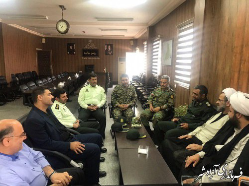 دیدار صمیمی ائمه جمعه شهرستان آزادشهر به همراه جمعي از اعضای شورای تامین با فرماندار