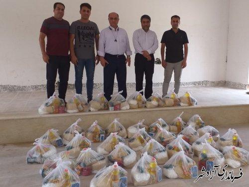 توزیع بسته های ارزاق غذایی بین نیازمندان در شهرستان آزادشهر