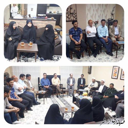 دیدار مسئولین شهرستان آزادشهر با خانواده شهید سرافراز گلچشمه