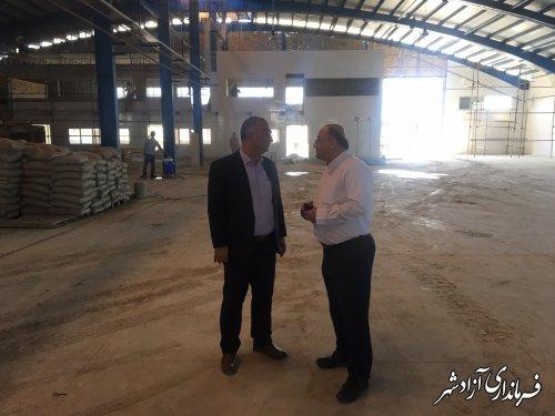 بازدید میدانی فرماندار و نماینده مجلس از مراحل ساخت یک واحد صنعتی در شهرستان آزادشهر