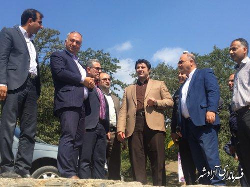 بازدید جمعی از مسیولین استانی و شهرستانی از وضعیت زمین ورزشی در شهر نوده خاندوز