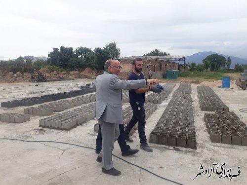 بازدید فرماندار شهرستان آزادشهر از یک واحد صنعتی تولید فراورده های بتنی