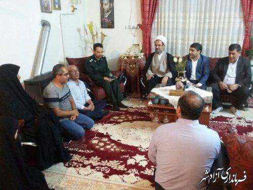 دیدار و دلجویی معاون سیاسی و امنیتی فرماندار از 2 خانواده شهید در آزادشهر