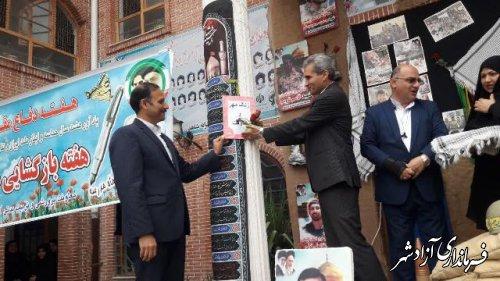 نواختن زنگ مهرومقاومت همزمان با آغاز سال تحصیلی جدید و هفته دفاع مقدس در مدارس شهرستان آزادشهر