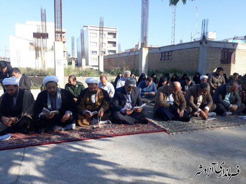 برگزاری مراسم زیارت عاشورا در جوار شهدای گمنام شهرستان آزادشهر