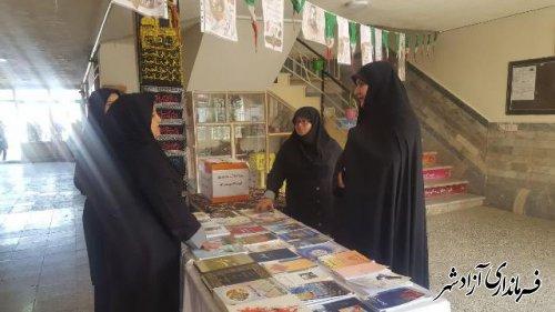 افتتاح نمایشگاه دفاع مقدس در دبیرستان طه آزادشهر