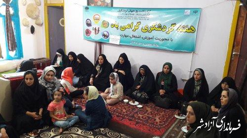 برگزاری کارگاه آموزشی کار آفرینی در حوزه  گردشگری و صنایع دستی در شهرستان آزادشهر