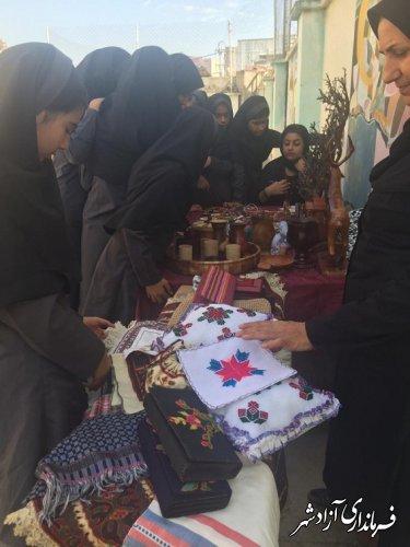 برگزاری نمایشگاه صنایع دستی به مناسبت هفته کودک در مدرسه دخترانه سروش شهرستان آزادشهر
