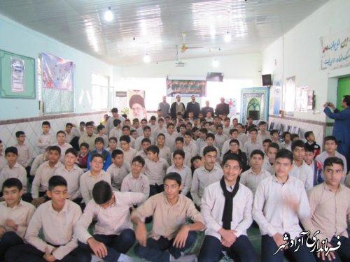 نشست پرسش و پاسخ امام جمعه آزادشهر با دانش اموزان دبیرستان متوسطه اول شاهد