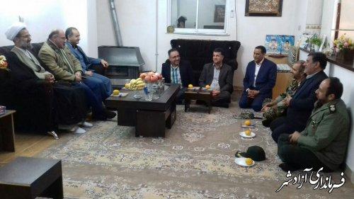 دیدار و دلجویی جمعی از مسئولین شهرستان آزادشهر از خانواده دو شهید در آزادشهر