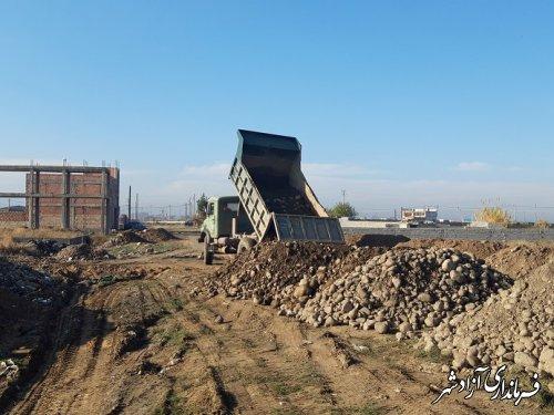 آماده وزیرسازی کوچه های فرعی واقع در 20متری معلم به میزان 400 متر طول از منابع داخلی شهرداری آزادشهر