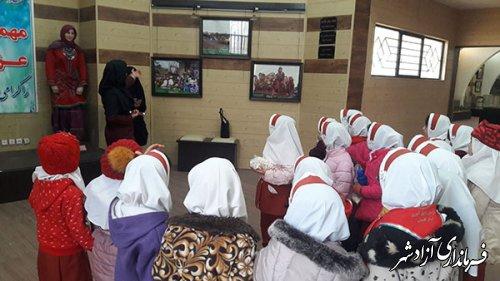 بازدید علمی دبستان دخترانه سما از موزه مردم شناسی آزادشهر به مناسبت هفته پژوهش