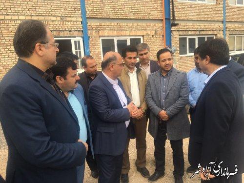 بازدید معاون اقتصادی استاندار و جمعی از مدیران کل استانی از 3 واحد صنعتی در آزادشهر