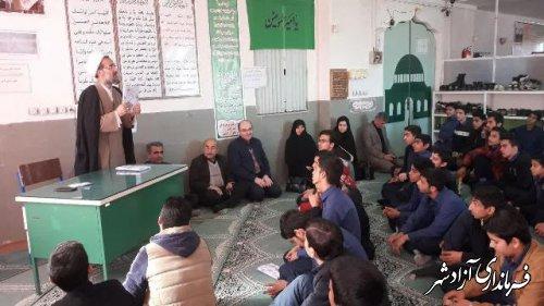 نشست پرسش و پاسخ امام جمعه آزادشهر با دانش اموزان هنرستان امیرکبیر این شهرستان