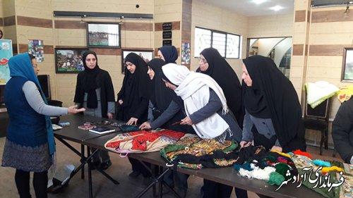 اختتامیه نمایشگاه سوزن دوزی زنان بلوچ و ترکمن و... به مناسبت گرامیداشت دهه فجر در شهرستان آزادشهر