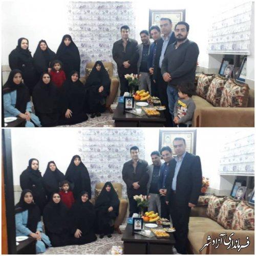 دردهه فجر کارکنان مرکز فنی وحرفه ای آزادشهر وجمعی از موسسین آموزشگاه آزاد با خانواده شهید عباس میرعرب دیدار نمودند.