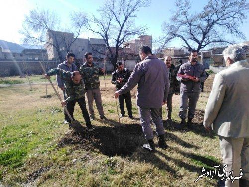 غرس 40 نهال به مناسبت چهلمین روز شهادت سردار سلیمانی در پارک شهر آزادشهر
