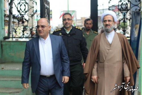 بازدید فرماندار به همراه امام جمعه و اعضای شورای تامین از شعب اخذ رای در آزادشهر