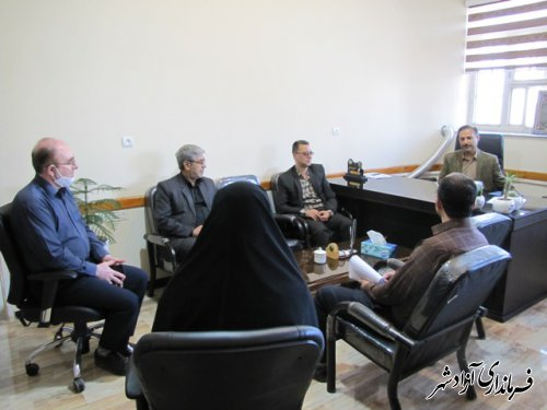 نشست صمیمی و بیان خاطرات همکاران جانباز و ایثارگر و فرزندان شهدای کارکنان اداری شهرستان آزادشهر