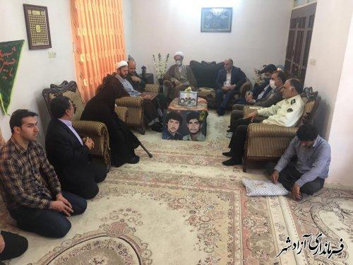 دیدار مسئولین شهرستان آزادشهر با خانواده های معظم دو شهید در آزادشهر